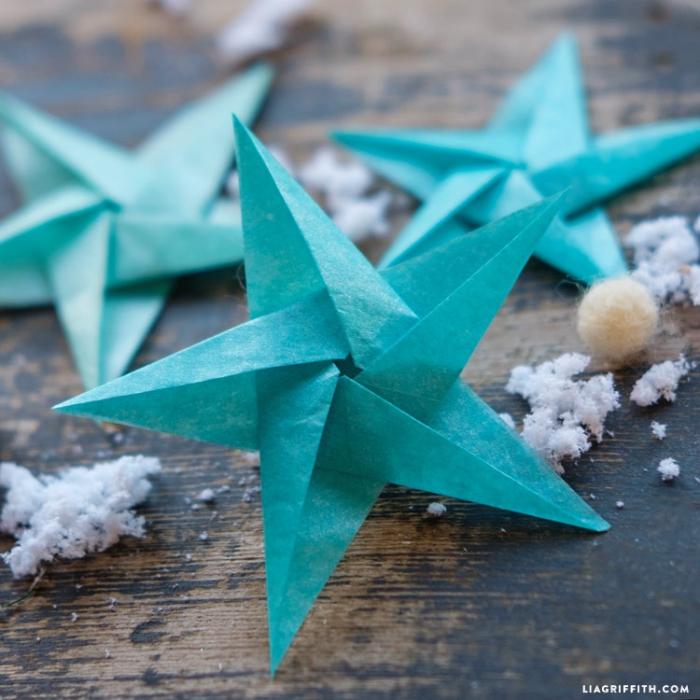 basteln aus papier, papierdeko zum weihanchten selber machen, origami stern aus blauem wachspapier