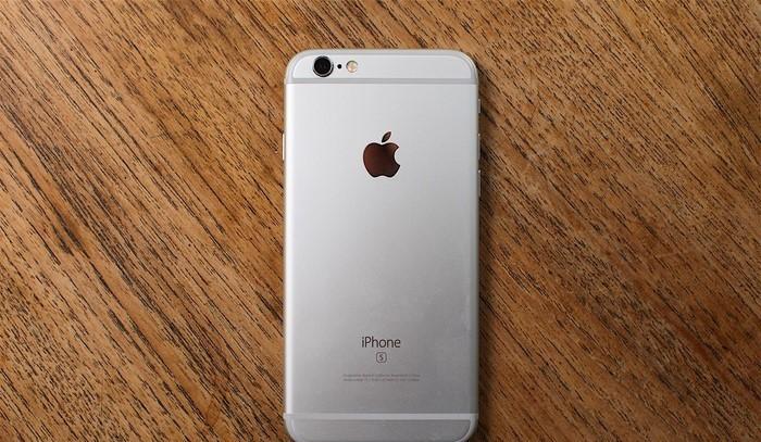 bestes-smartphone-Handy-und-ein-grauer-Hintergrund