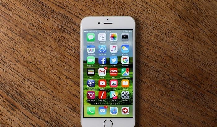 bestes-smartphone-grauer-Hintergrund