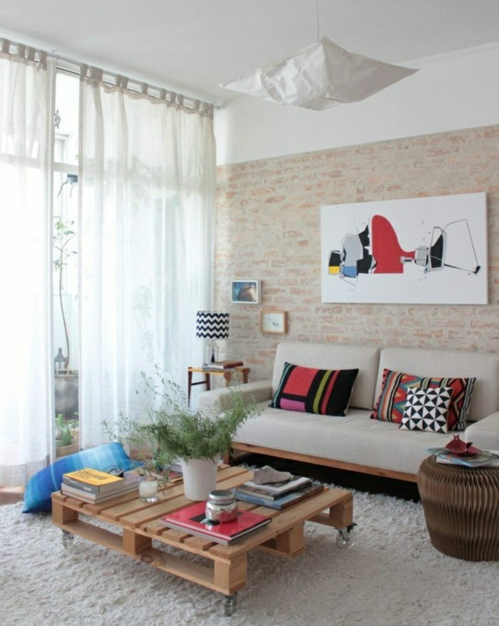 Couchtisch Rustikal Selber Bauen ~ Couchtisch mit Rollen ergänzt das moderne WohnzimmerInterieur