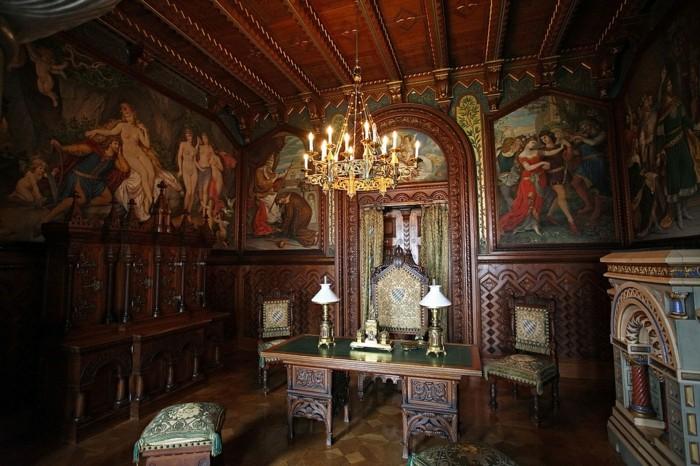 das-Schloss-Neuschwanstein-Arbeitszimmer1