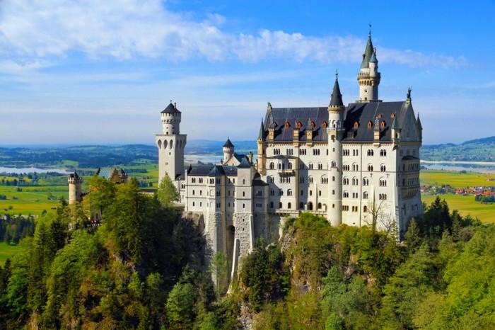 das-Schloss-Neuschwanstein-von-außen1