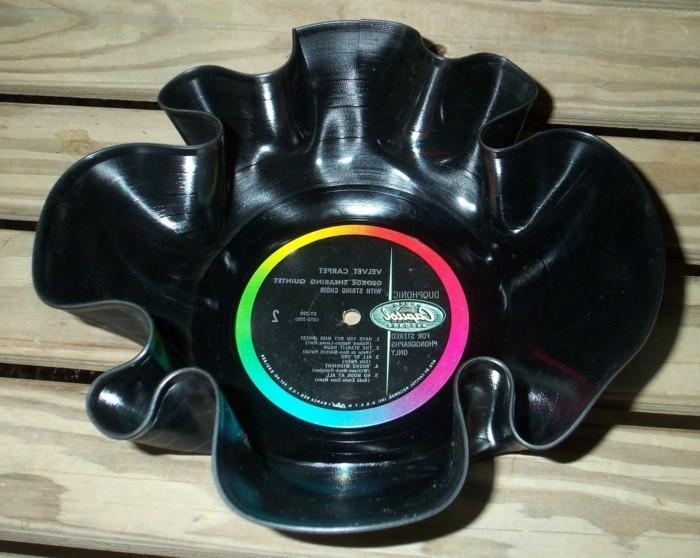 deko-aus-schallplatten-ausgefallener-teller-aus-einer-alten-schallplatte