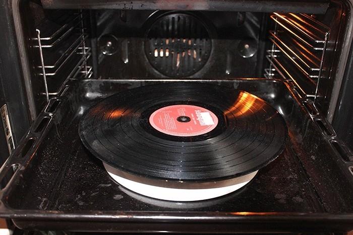 deko-aus-schallplatten-der-backoffen-muss-erwärmt-werden