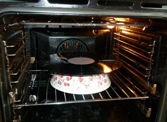 deko-aus-schallplatten-die-schallplate-muss-erwärmt-werden