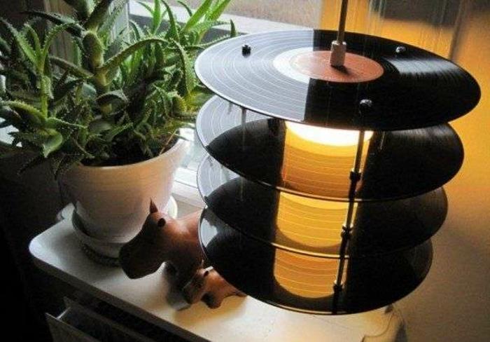 deko-aus-schallplatten-eine-ausgefallene-etagere
