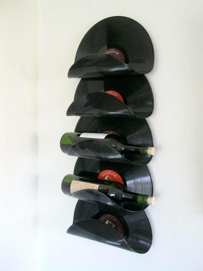 deko-aus-schallplatten-flaschenhalter-aus-alten-schallplatten