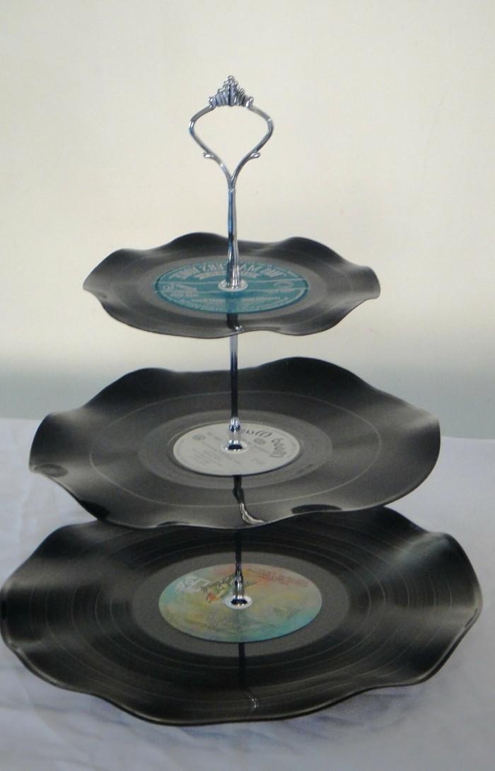 deko-aus-schallplatten-schöne-etagere-aus-schallplatten