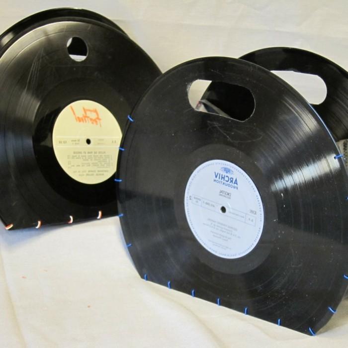 deko-aus-schallplatten-ungewöhnlich-aussehende-taschen-aus-schallplatten