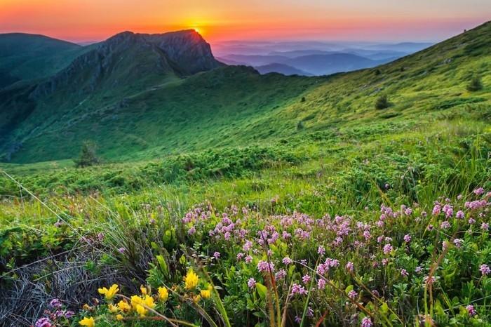 Sun behind Kozya Stena peak