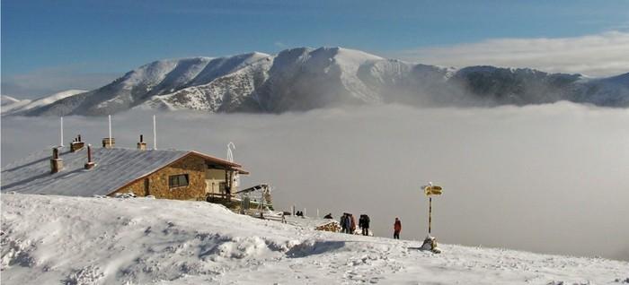 der-berg-ruft-die-hütte-im-winter