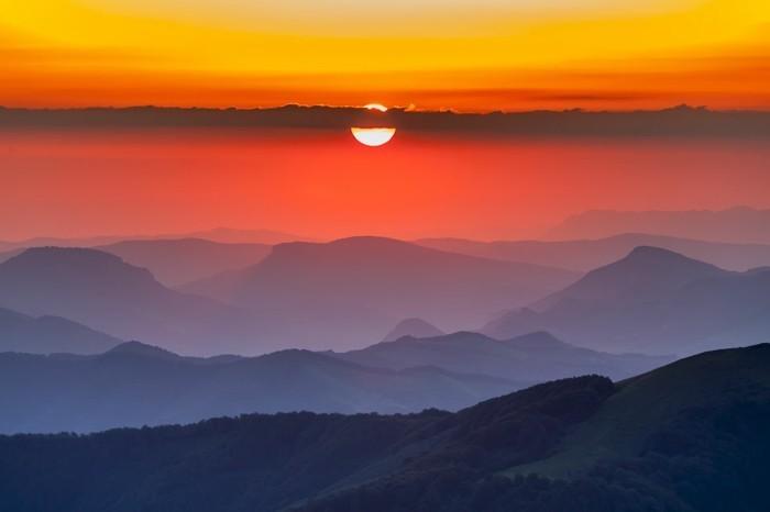 der-berg-ruft-sonnenuntergang-in-dem-balkan