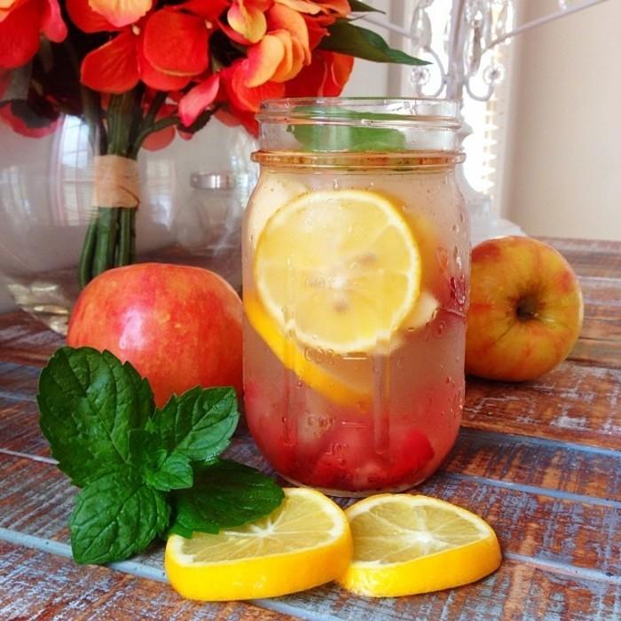 detox-entgiftung-limonade-apfel-zitrone-minze