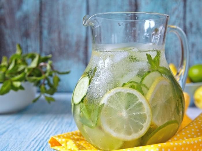 detox-entgiftung-limonade-zitone-limette-minze