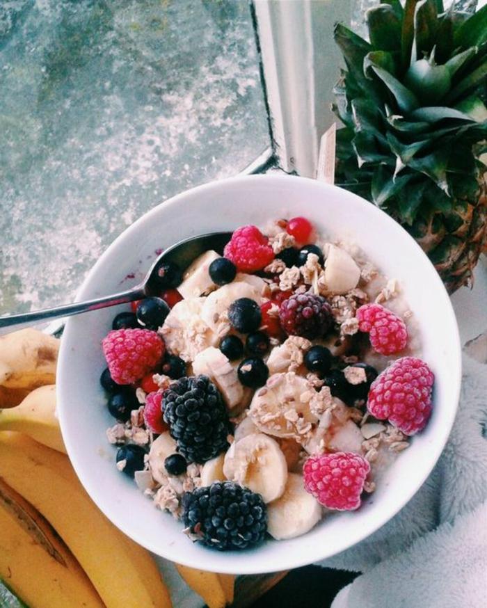 frühstücksideen-gesund-obst-banana-ananas