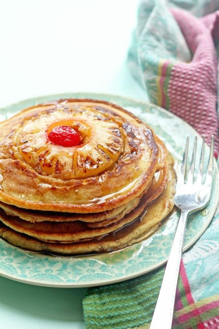 frühstücksideen-mit-pfannkuchen-und-zur-deko-ananas