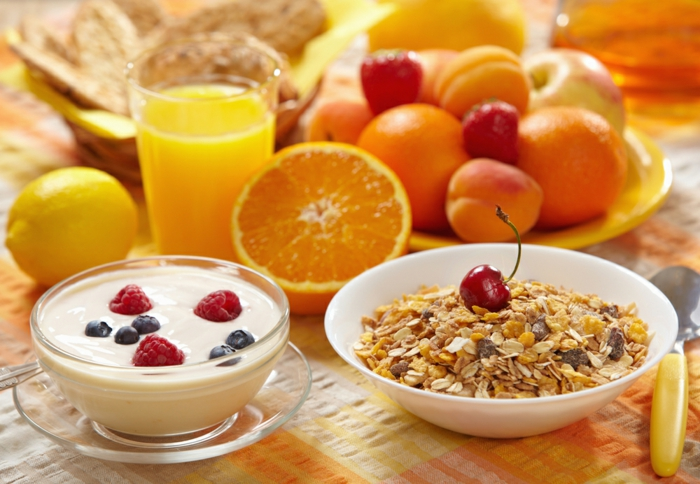 frühstücksideen-orangensaft-müsli