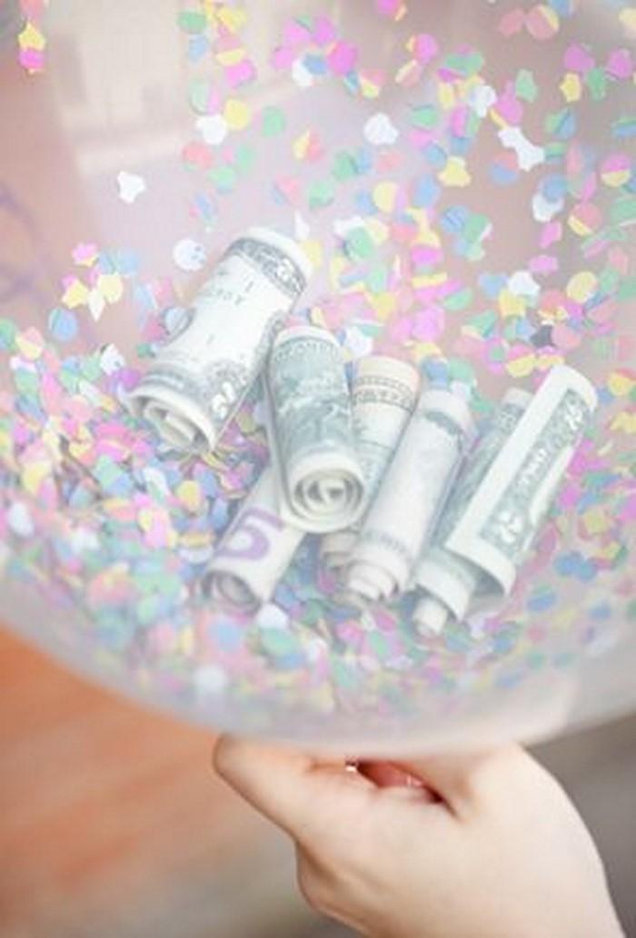 geldgeschenk-hochzeit-Geldballon-voller-Dollarschene