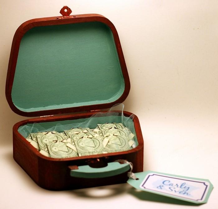 geldgeschenk-hochzeit-Kiste-voller-Geldes