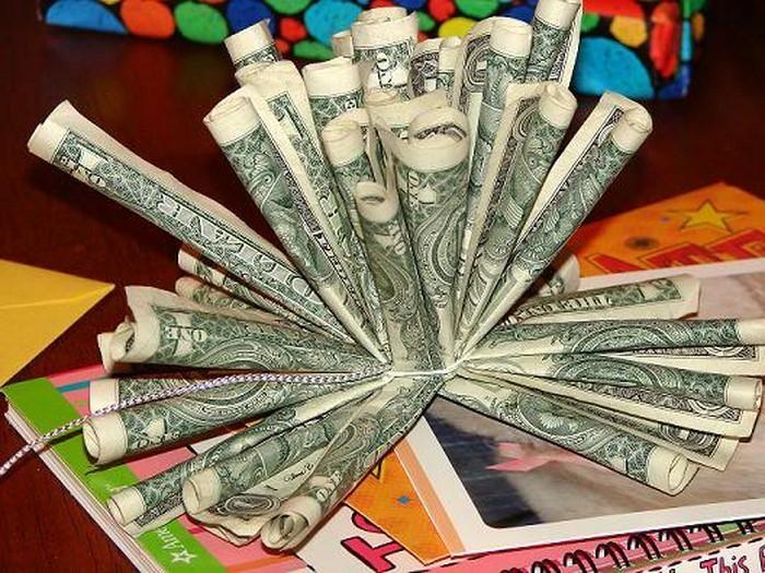 geldgeschenk-hochzeit-blumen-mit-Dollarscheine