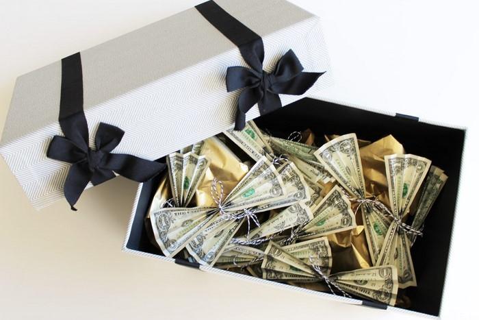 geldgeschenk-hochzeit-ein-Kasten-voller-Geld