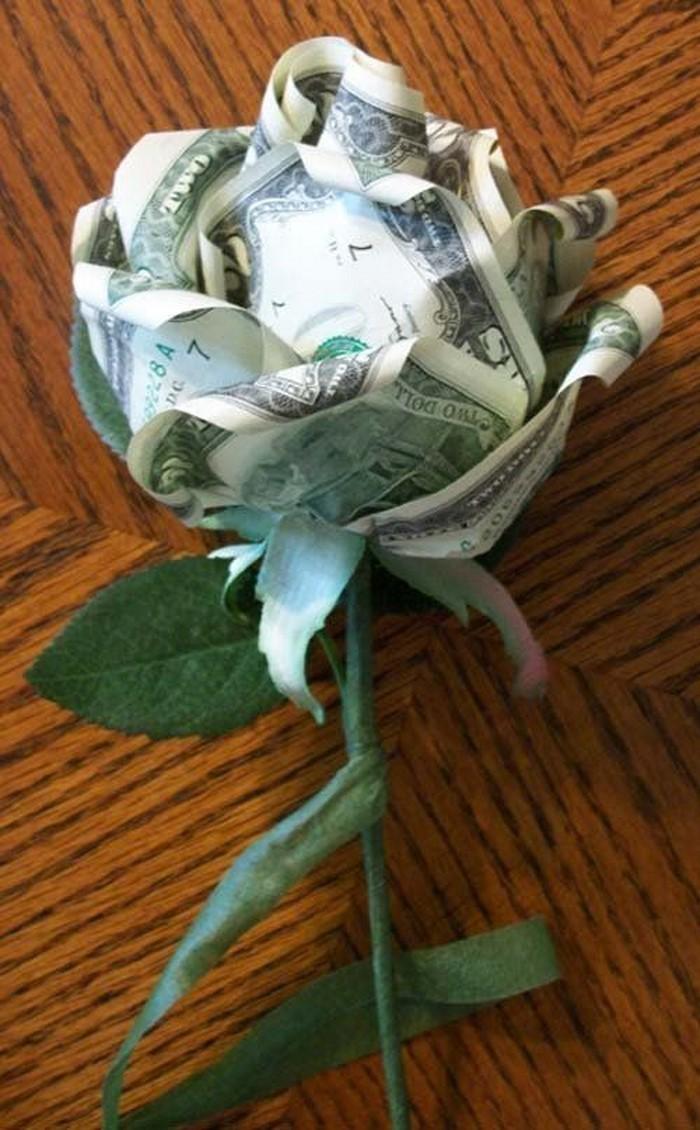 geldgeschenk-hochzeit-eine-Blume-aus-Geld