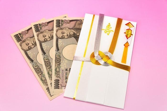geldgeschenk-hochzeit-eine-auffaelige-Karte-mit-Geld-drin
