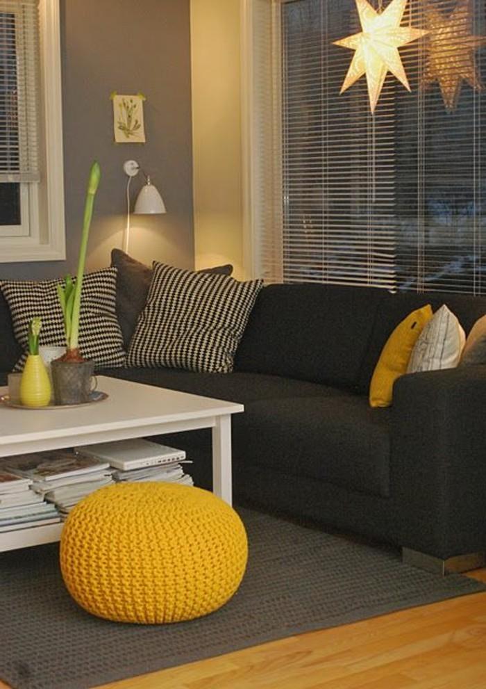 Gemtliches Wohnzimmer Gestalten Farbakzente Kissen Sitczkissen Vase Gelb