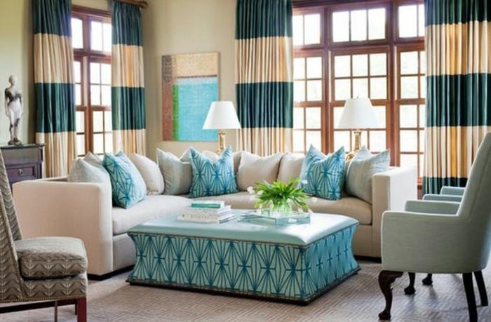 gemütliches-wohnzimmer-gestalten-kissen- tisch-passend-türkis-tischleuchte