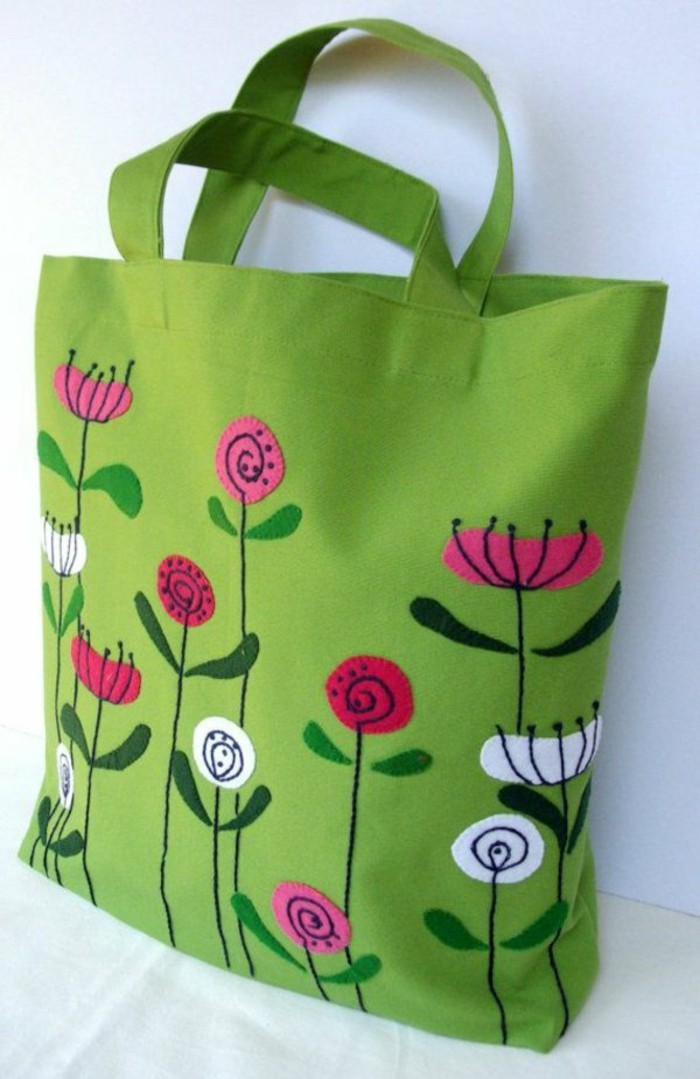 grüne-ausgefallene-tasche-mit-blumen-verzierung