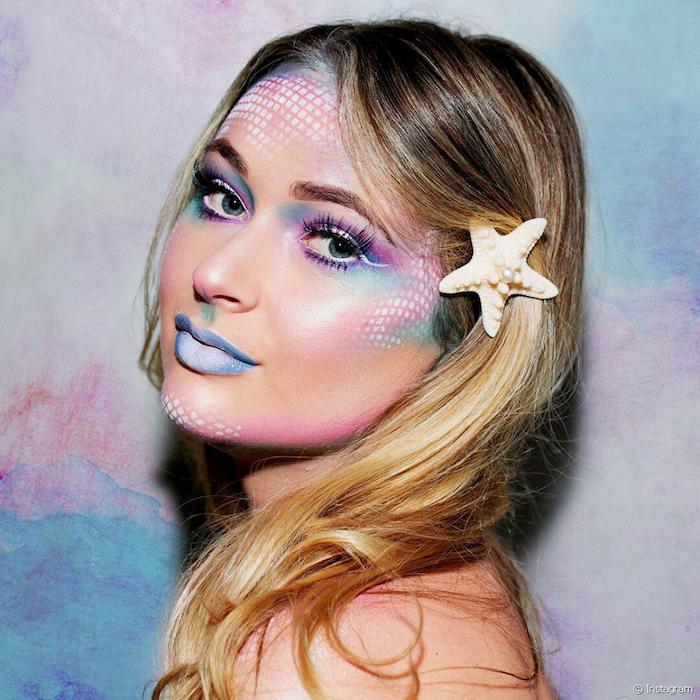 Meerjungfrau schminken für Halloween, Lippenstift und Lidschatten in Blau und Lila, Seestern im Haar