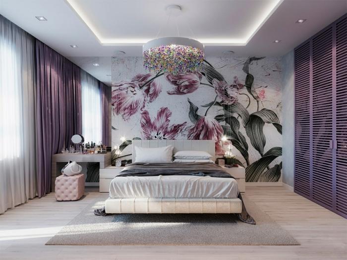 ideen für schlafzimmer schlafzimmereinrichtung in weiß und lila florale wanddeko tapette mit blumen kronleuchter