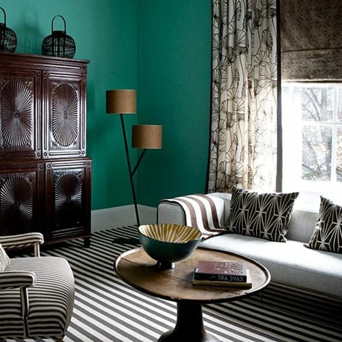 interessante-dunkle-grelle-wandfarben-für-ein-tolles-wohnzimmer