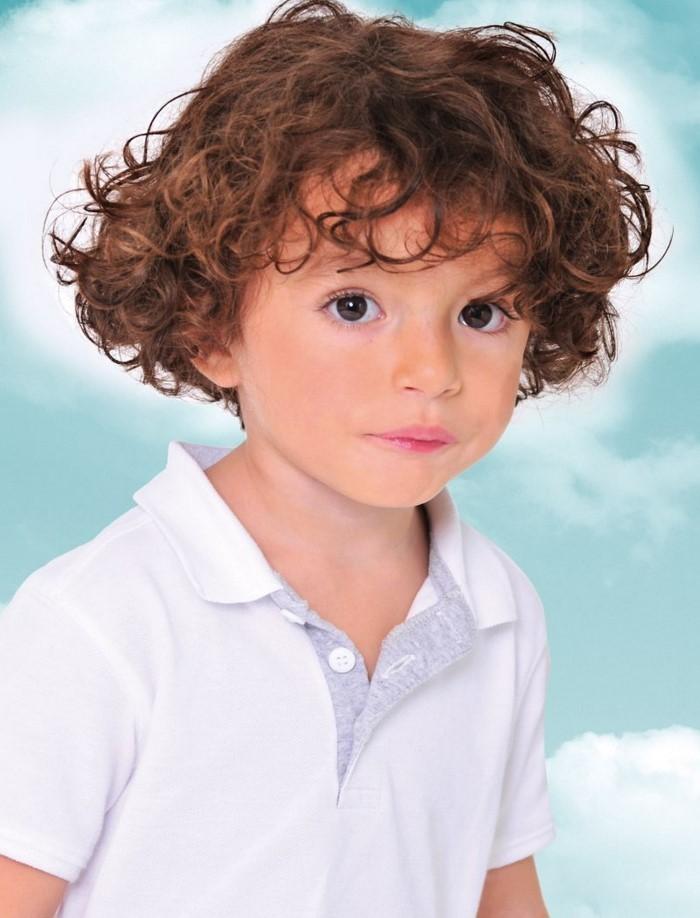 kinder-frisuren-ein-kleiner-Engel-mit-kurzes-Haar
