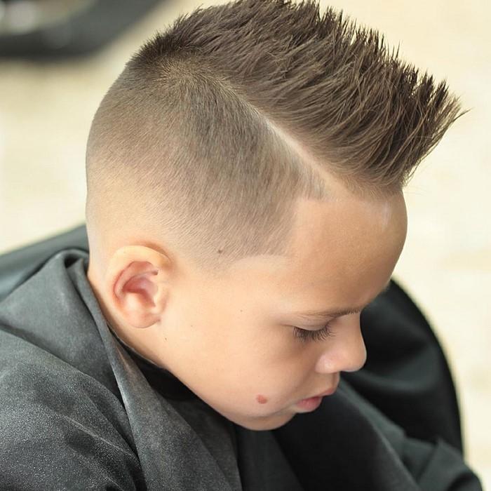 kinder-frisuren-eine-moderne-Ausstrahlung-und-ein-Junge