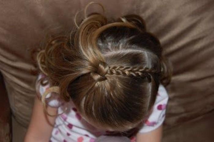 kinder-frisuren-interessante-frisur-Haarlocken