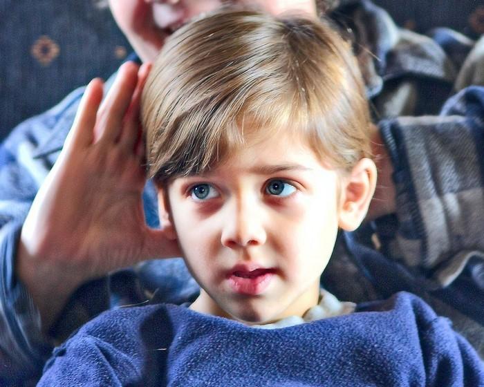 kinder-frisuren-kleines-Kid-mit-einer-modernen-Frisur