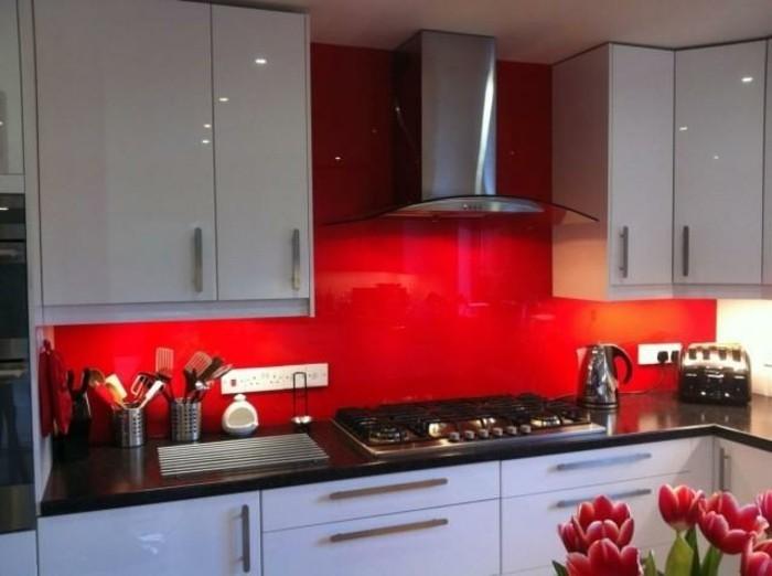 kleine-tolle-küche-in-weiß-und-rot-wandfarben-vorschläge