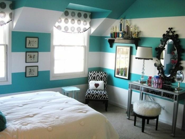 kleines-schönes-schlafzimmer-in-weiß-und-blau-wandfarben-vorschläge