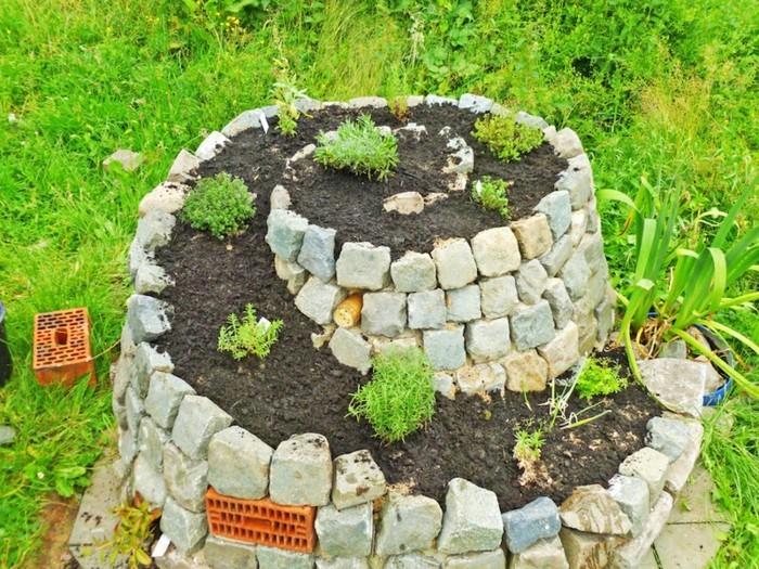 kräuterhochbeet-bauen-es-gibt-schöne-ideen