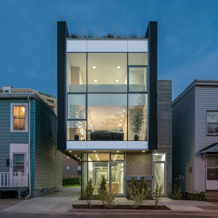 Ein Gemütliches Haus Mit Einer Modernen Fassade. Ein Modernes Haus Gestalten