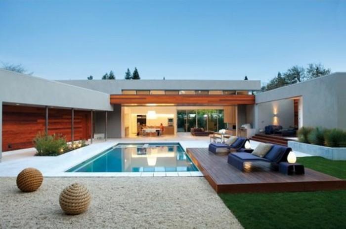 moderne-gartengestaltung-mit-schwimmbecken-und-loungemöbeln