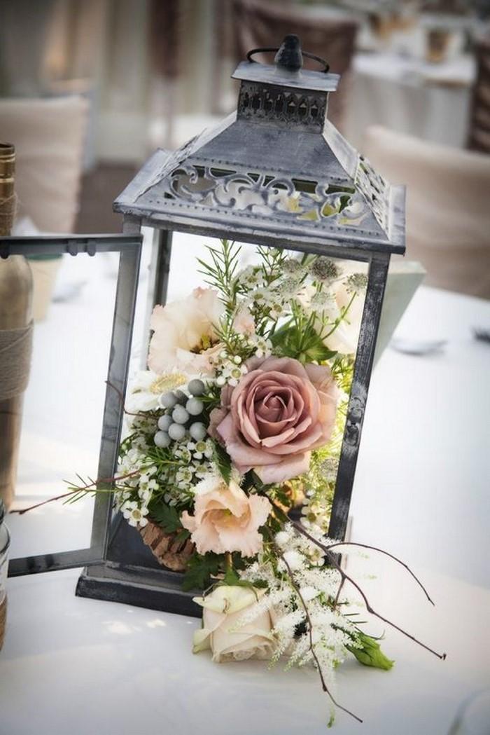 partydeko-eine-Laterne-mit-Blumen