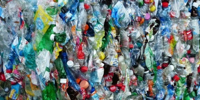 plastik-recycling-bunte-flaschen