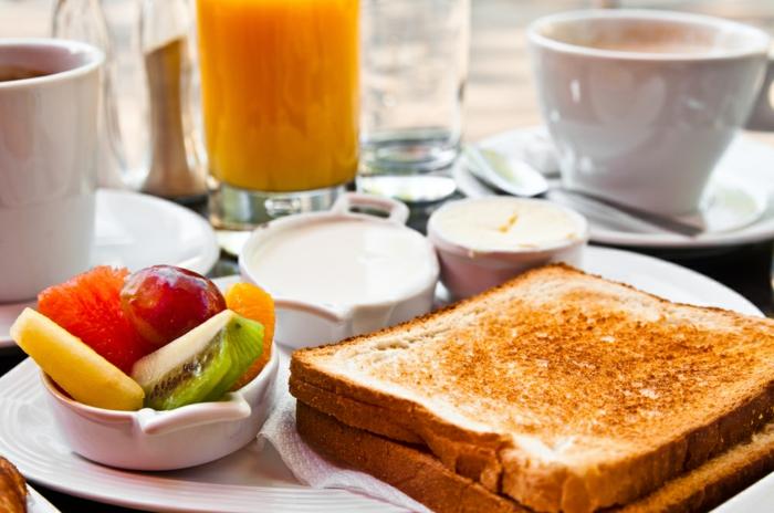 röstbrot-obst-frühstücksideen