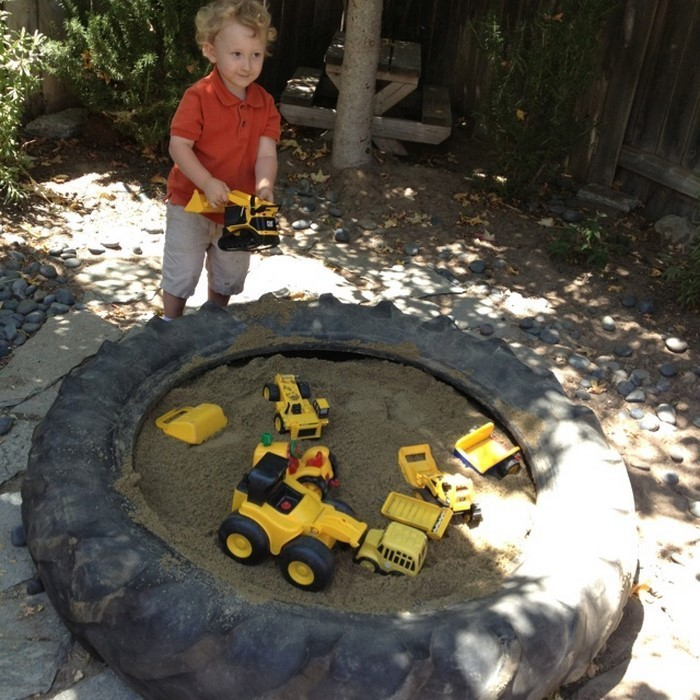 sandkasten-selber-bauen-Autoreifen-als-Sandkasten
