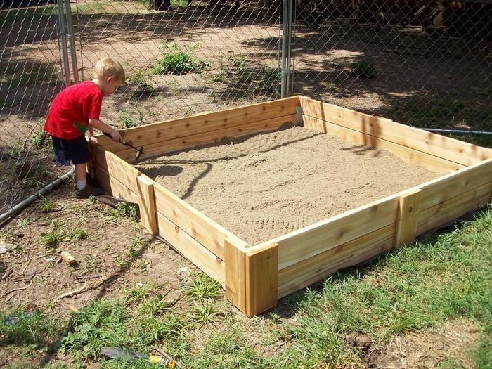 sandkasten-selber-bauen-Sandkasten-mit-Holzrahmen