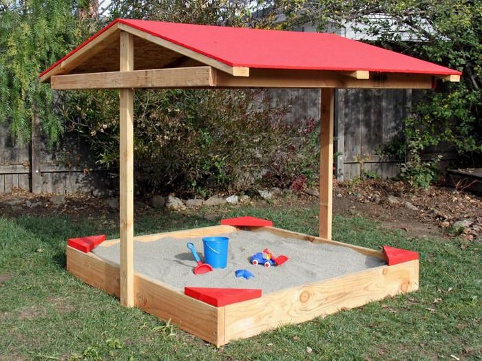 sandkasten-selber-bauen-Sandkasten-mit-einem-Dach