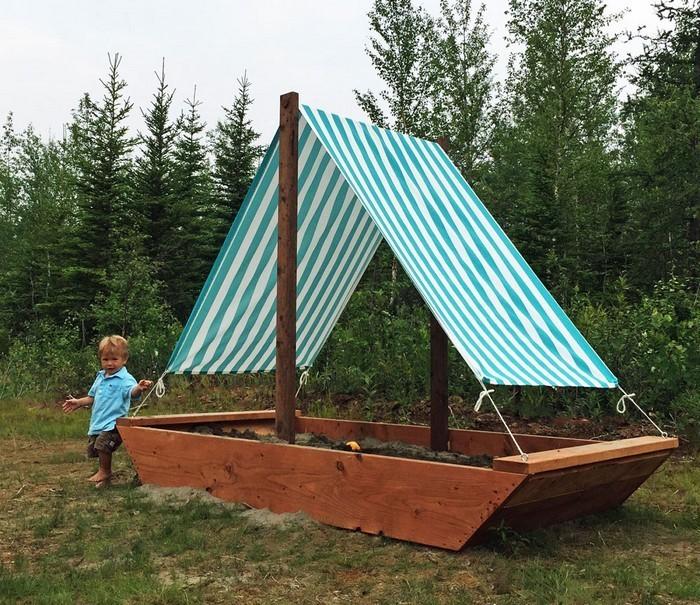 sandkasten-selber-bauen-ein-Boot-als-Sandkasten