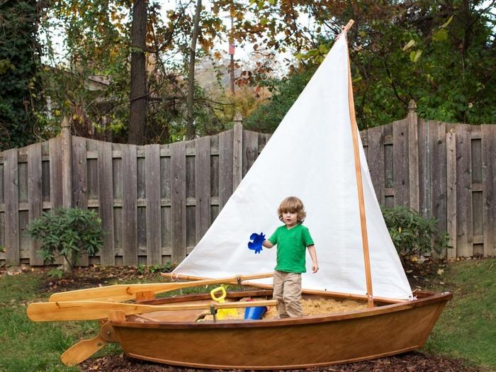 sandkasten-selber-bauen-ein-Boot-als-ein-wunderschoener-Sandkasten